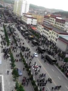 Troops arrive in the streets of Tsoe